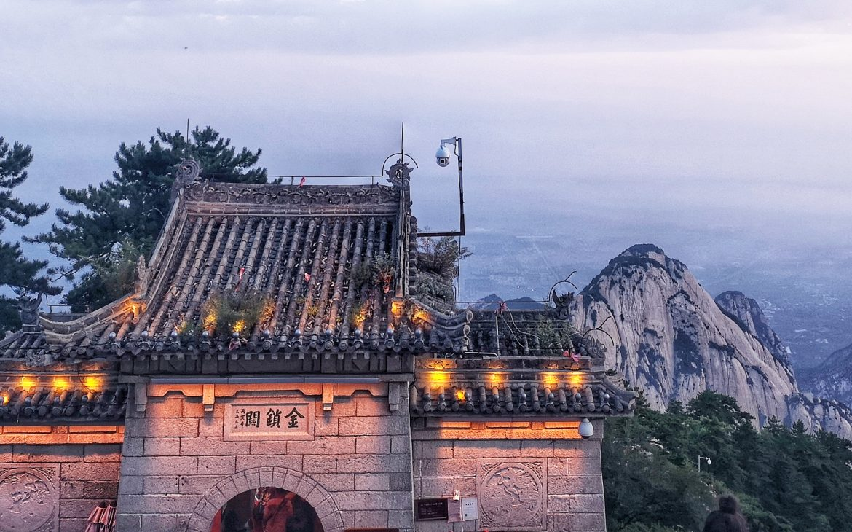 Un tempio lungo il sentiero del soldato, monte Hua